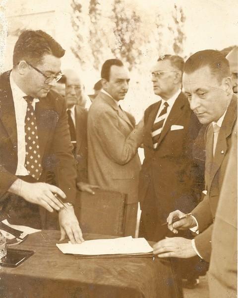 Assinando o acordo para o construção da Casa do Brasil em Madri