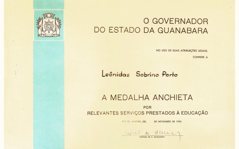 A Medalha Anchieta por relevantes serviços prestados a educação, Novembro 1965